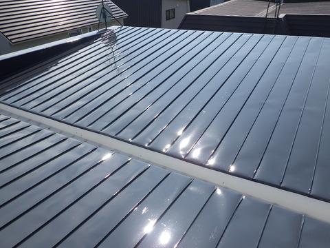 屋根上塗り完了、良い艶出てます!