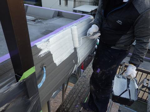 塩ビ鋼板にも密着性の良いプライマーを塗装