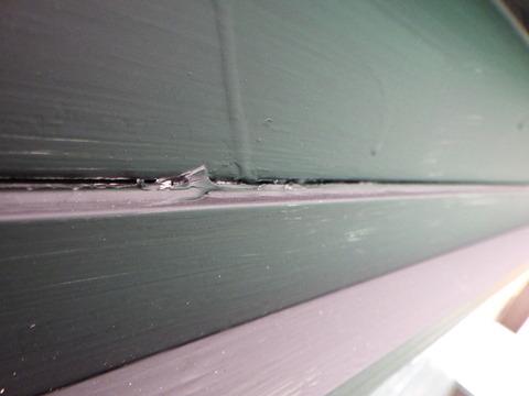 破風板にも隙間ができています