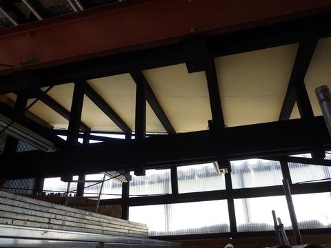 構造H鋼も艶消し黒で塗装します