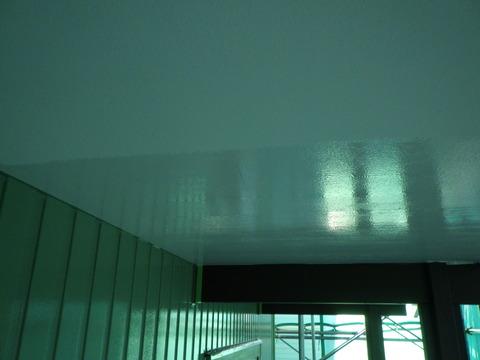 軒天井は剥がれやすいので下塗りシーラーは必須です