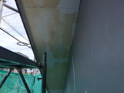 軒天井の塗膜はほとんど剥がれました