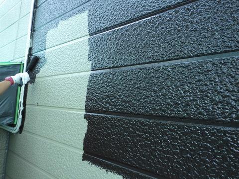 外壁中塗り、濃色使用