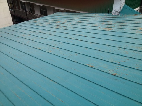 劣化が激しい屋根