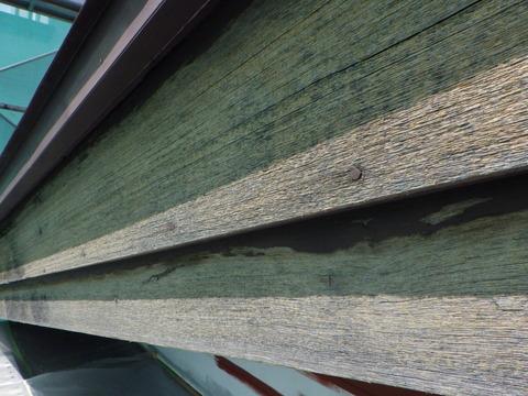 木製破風板、既存塗膜が無くなるほど劣化しています