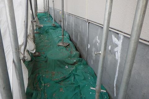 基礎シーラー塗装後のひび割れ補修
