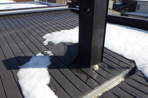 屋根もほとんど雪が溶けています