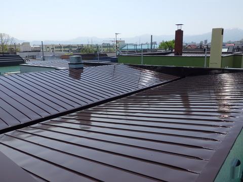 屋根上塗り2液型シリコンハイソリッド型塗料仕上げ
