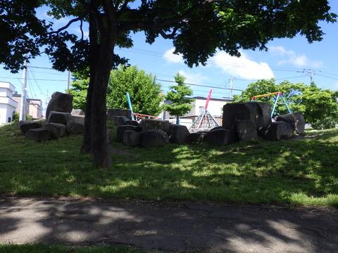 丘に石の配列、イメージが膨らます