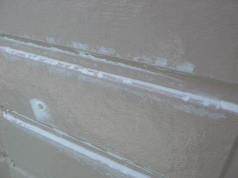 上塗りで埋まらない小欠損を補修します