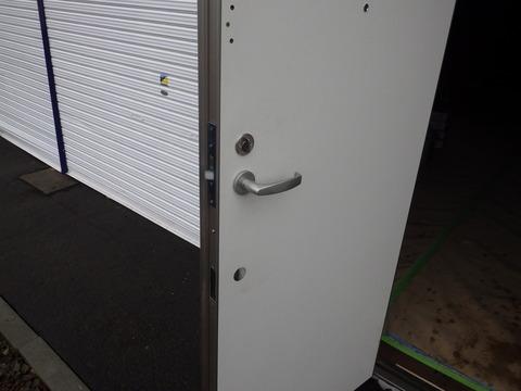 今度の扉は厚みもしっかりあります