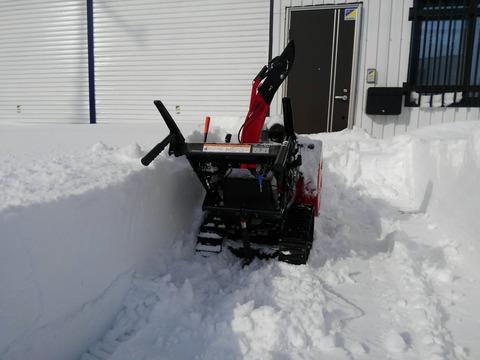 この積雪でもグングン除雪してくれます