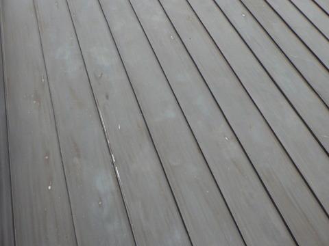 こんな感じで屋根全面を研磨していきます