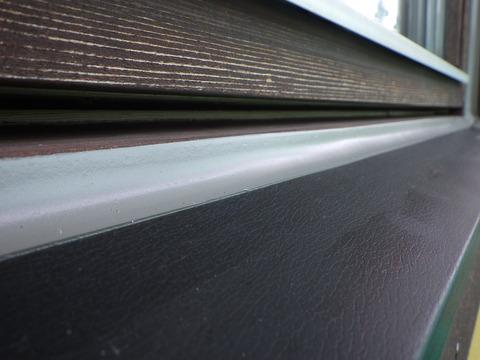 厚く、太くシーリングを施工するとシーリング材を多く使います