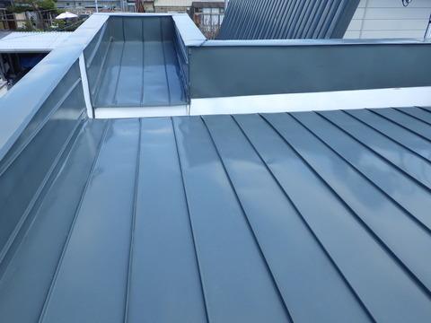この屋根はガルバリウム無塗装屋根でした