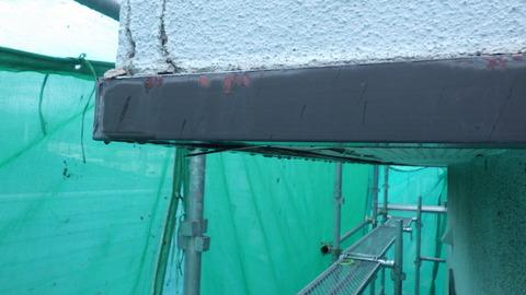 軒天井際の見切りトタンが怪しい