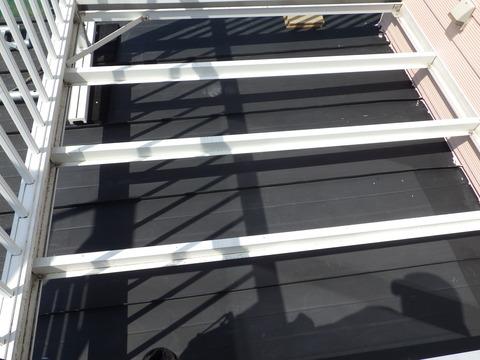 バルコニーはスノコを外してから塗装します
