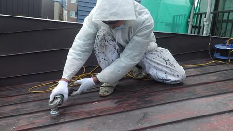 屋根全面ディスクグラインダー研磨