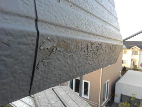 塩ビ鋼板塗装に剥離が発生している