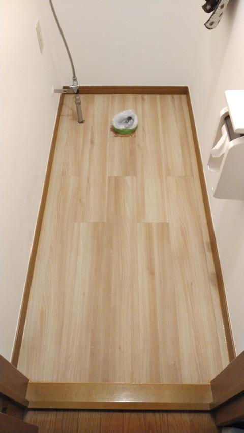新規床材貼り付け完了