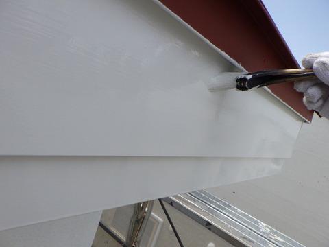 破風板は白色で仕上げ