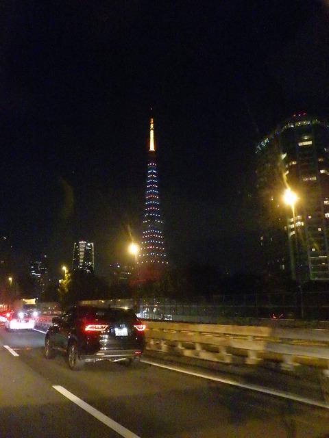右には東京タワー