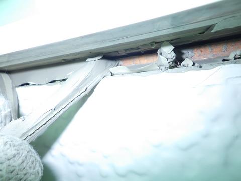 窓廻りシールも漏れることなく三面接着^^;