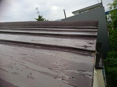 屋根の端部は特にはがれやすい