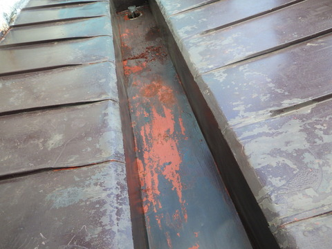 屋根ダクト内もボロボロになっています