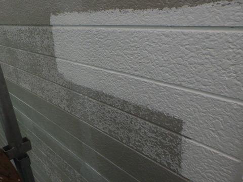 表層を平滑にするため微弾性フィラーを部分塗り