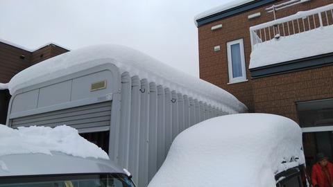 物置、車庫の雪も降ろします