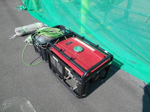 壁繋ぎ控え用の発電機を用意