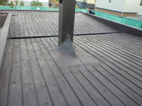 屋根全面を研磨処理します