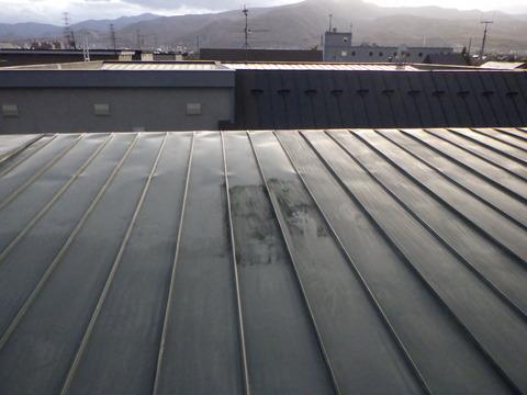 屋根トタンの下地処理研磨