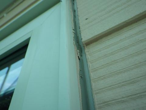 窓廻りシーリングもザックリカッターで撤去した後に