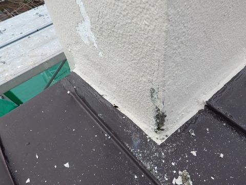 煙突根本の小さな穴ですが