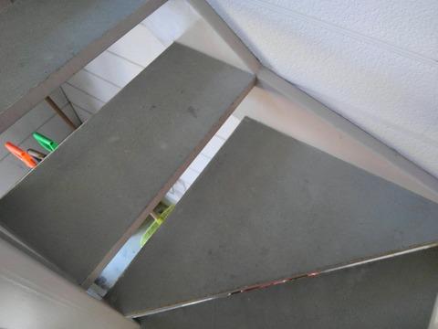 階段踏み面も良い感じです