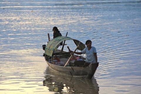 women_boat