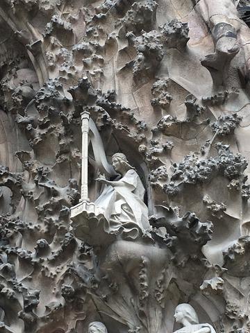外尾悦郎の彫刻
