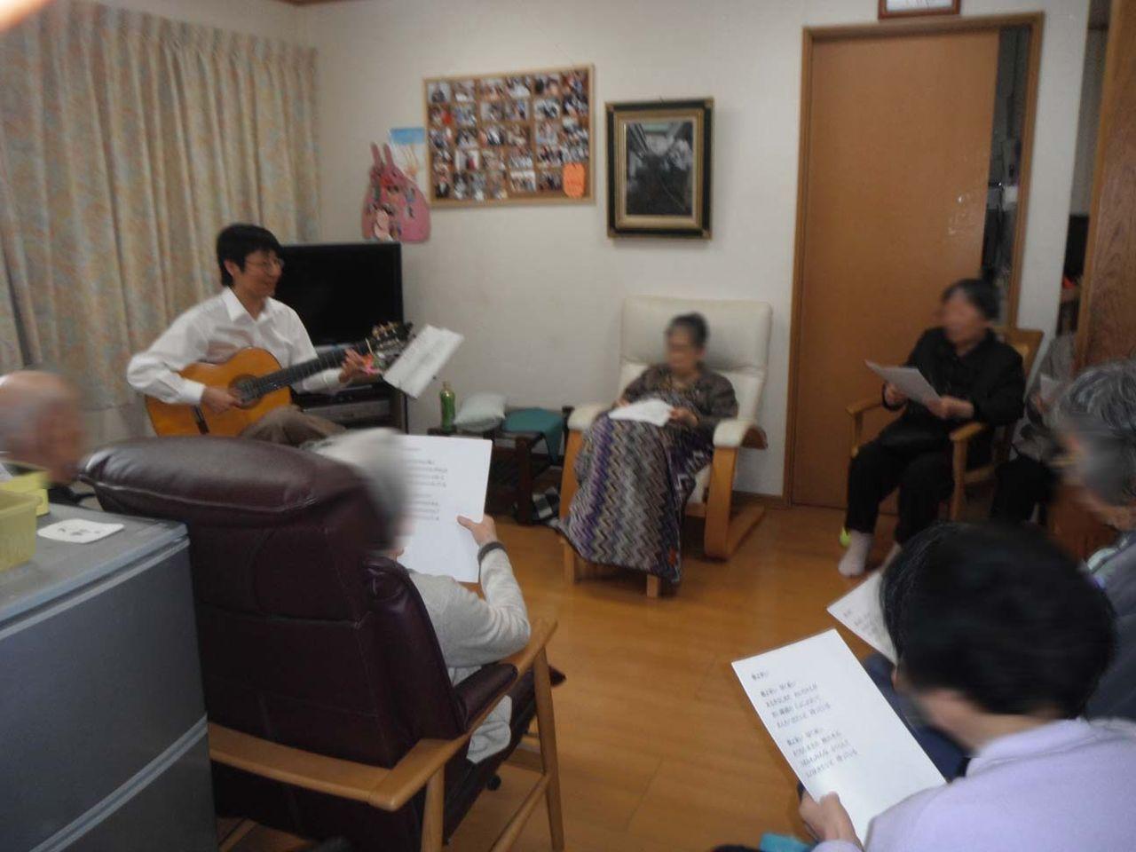 グループホームでギター演奏しました♪