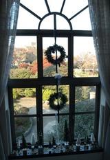 横浜市イギリス館窓の飾り