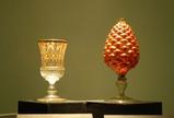左:エナメル彩コブレット、右:松笠形ランプ