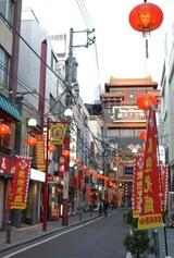 関帝廟通りの先に「横浜大世界」が見えます