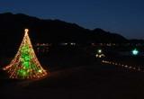 山の稜線を入れて大クリスマスツリーを写しました