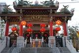 関帝廟の提灯も点灯しました