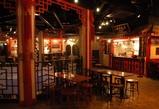右の店は「上海老飯店」