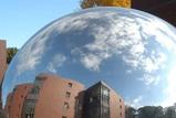 入口の球体