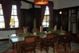 外交官の家の食卓