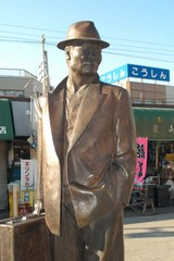 柴又駅の寅さん銅像