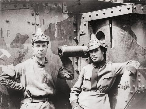 soviet-soldiers-tartar-caps